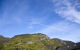 Noruega, montanhas, céu azul
