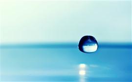 Fotografía macro de una gota de agua