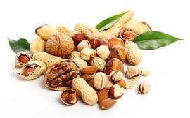 Арахис, грецкие орехи, фундук, миндаль, фисташки, орехи, белый фон