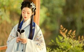 Девушка в стиле ретро, длинные волосы, книга, ханфу