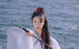 Девушка в стиле ретро, воин, меч
