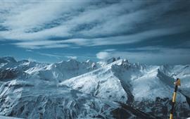 Заснеженные горы, зима, природа пейзаж