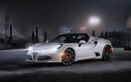 壁紙のプレビュー 夜のアルファロメオ4Cホワイトスポーツカー、ヘッドライト