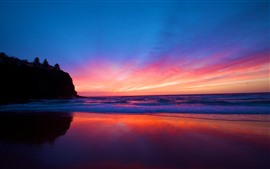 Красивый закат, море, красное небо, облака, пляж
