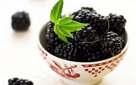 Blackberry, green leaves, bowl