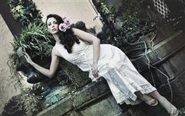 预览壁纸 白裙子的女孩,姿势,花卉,植物