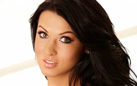 Preview wallpaper Alice Goodwin 01