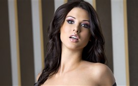Preview wallpaper Alice Goodwin 02