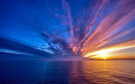 Belo pôr do sol, mar, céu, nuvens, listras