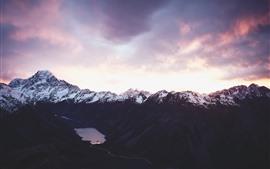 Montañas, nieve, nubes, anochecer