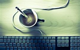 Une tasse de café, clavier