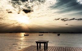 Muelle, puesta de sol, mar, mesa de madera, barcos, nubes