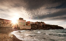 Море, берег, дома, солнечные лучи, блики