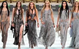 Six fashion girls