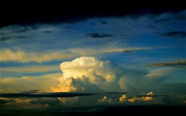 Nuvens espessas, céu, crepúsculo