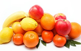 Яблоки, банан, апельсины, лимон, белый фон