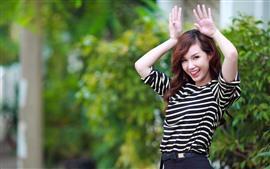 Азиатская девушка, игривая