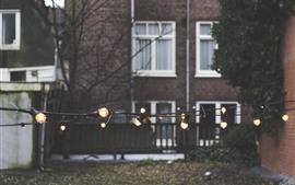 Лампочки, фонари, провода, капли воды