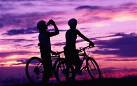 Ciclistas, bicicletas, pôr do sol, silhueta
