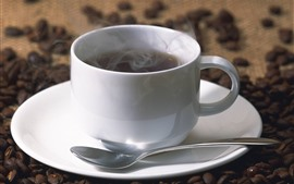 預覽桌布 白杯咖啡,蒸汽,咖啡豆