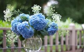 壁紙のプレビュー 青いアジサイの花、花瓶、フェンス