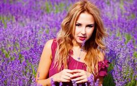 壁紙のプレビュー 茶色の髪の少女、ラベンダーの花