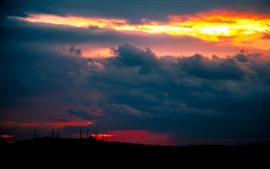 Vorschau des Hintergrundbilder Sonnenuntergang, dicke Wolken, Türme, Nacht