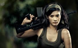 Азиатская девушка, винтовка, пистолет