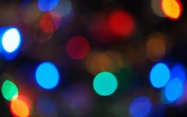 Coloridos círculos de luz, noche