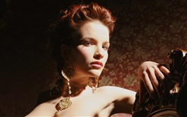 Девушка в стиле ретро, рыжие волосы, украшения