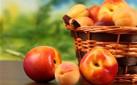 Некоторые персики, корзина