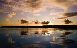 Закат, облака, озеро, отражение воды