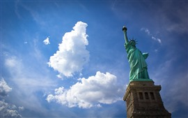 自由の女神、青い空、白い雲、米国