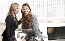 Aperçu fond d'écran Deux femmes blondes, bureau