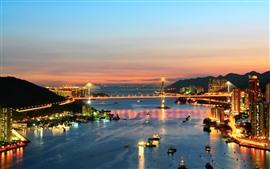 Cidade, rio, ponte, arranha-céus, luzes, barcos, noite