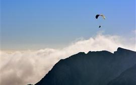 Параплан, полет, горы, облака, небо