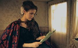 Garota estilo retro, leia a carta