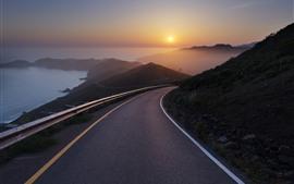 Estrada, mar, nascer do sol, nevoeiro, montanhas