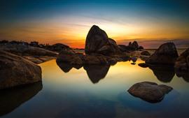Rochas, águas claras, pôr do sol, céu