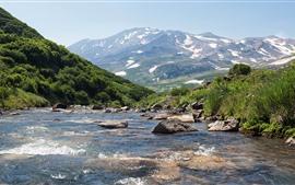 Rusia, Kamchatka, montañas, arroyo, nieve