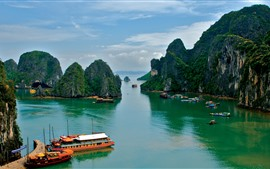 Preview wallpaper Vietnam, sea, boats, mountains