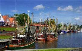 Barcos, muelle, ciudad, río