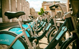미리보기 배경 화면 많은 자전거, 도시, 거리