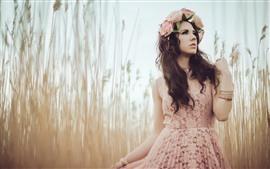 미리보기 배경 화면 갈색 머리 소녀, 화환, 치마, 잔디