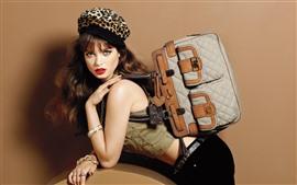 Chica de moda, peinado, bolso