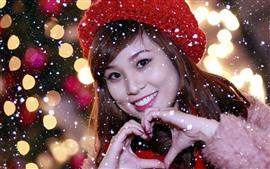 Sorriso menina asiática, inverno, neve, chapéu, coração de amor