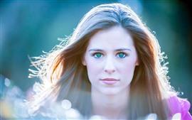 Chica de ojos azules, cabello, luz de fondo