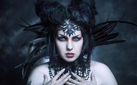 Chica de fantasía, cara, ojos azules, plumas
