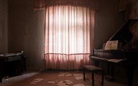 Sala, janela, cortina, piano, poeira