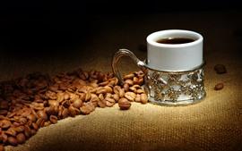 Grãos de café, xícara de café